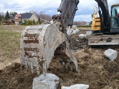 Construction d'un mur de pierre