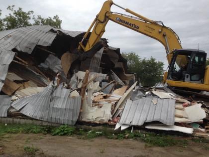 Démolition de l'ancien garage municipale de St-Ubalde
