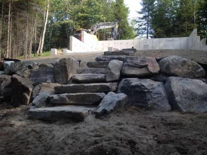 Fondation, muret et marches de pierres